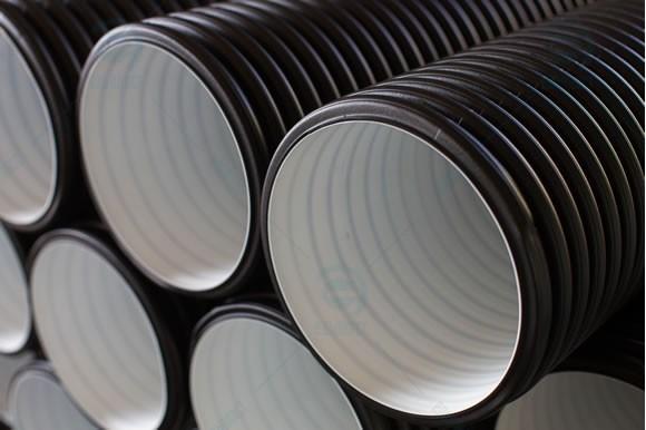 Труби ТРУБИ Е2-К двошарові гофровані безнапірні  для зовнішніх каналізаційних мереж Ельпласт